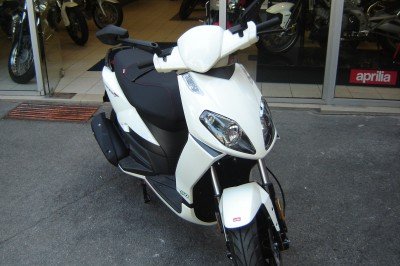 promo scooter aprilia sportcity 50 4tps 1499 vendu saint maur motos. Black Bedroom Furniture Sets. Home Design Ideas